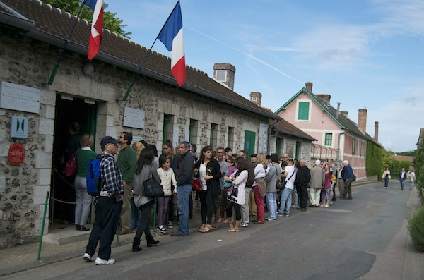 Expect to queue if you're not an early bird at Giverny